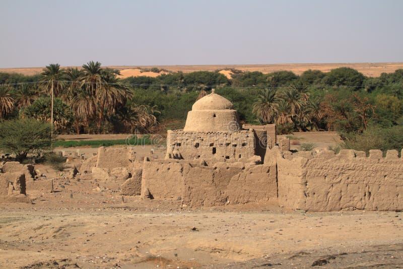 Un villaggio nel Sahara sudanese immagini stock