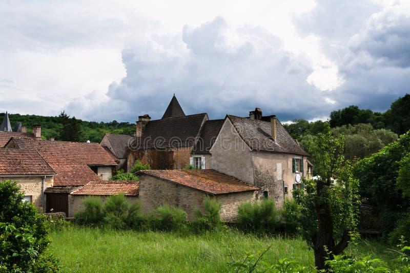 Un villaggio noir tipico di Perigord in Francia immagine stock