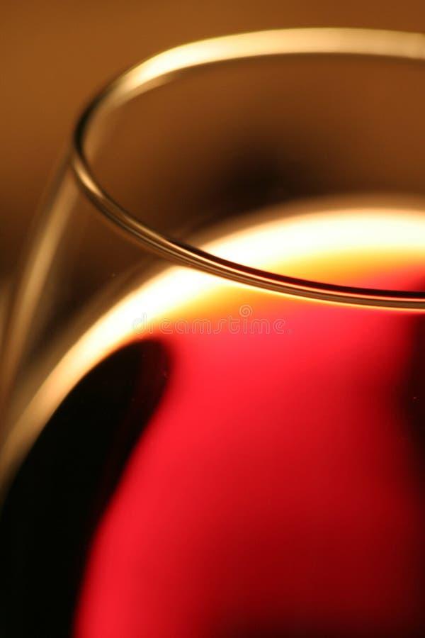 Un vin rouge en verre images libres de droits