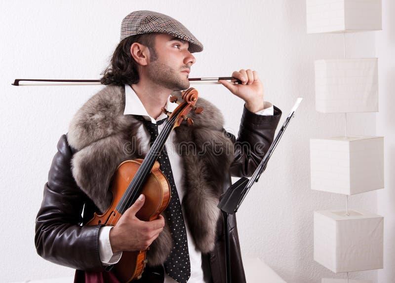 Un violoneur avec son instrument photographie stock