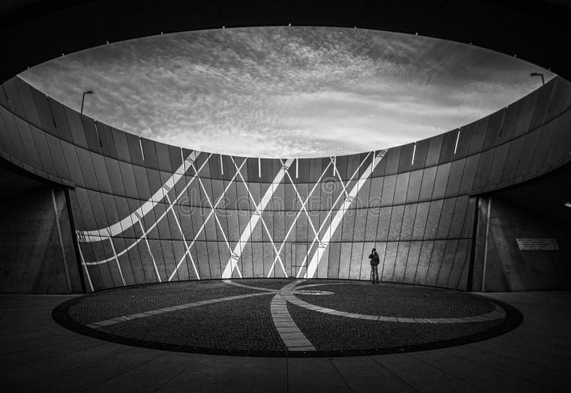 Un vistazo del círculo Munich blanco y negro fotos de archivo