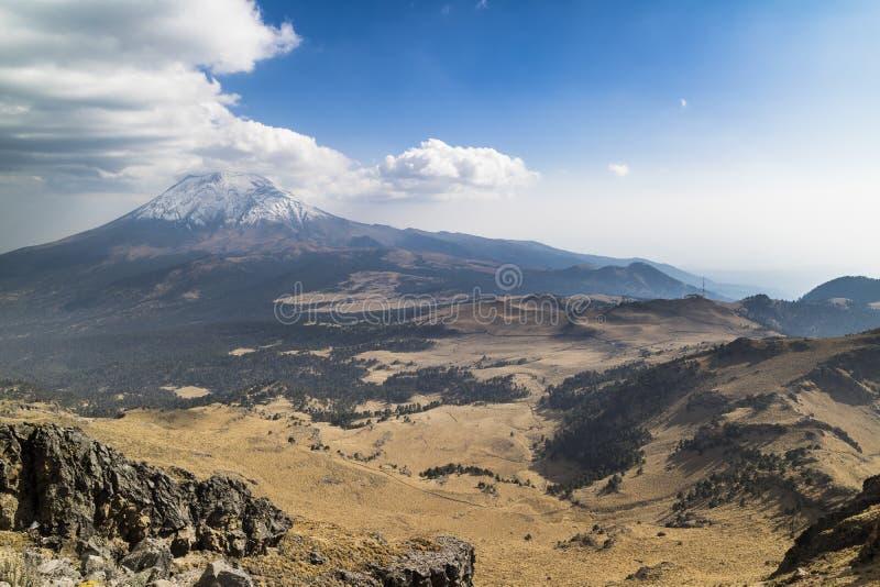 Un volcán, naturaleza es potente fotos de archivo libres de regalías