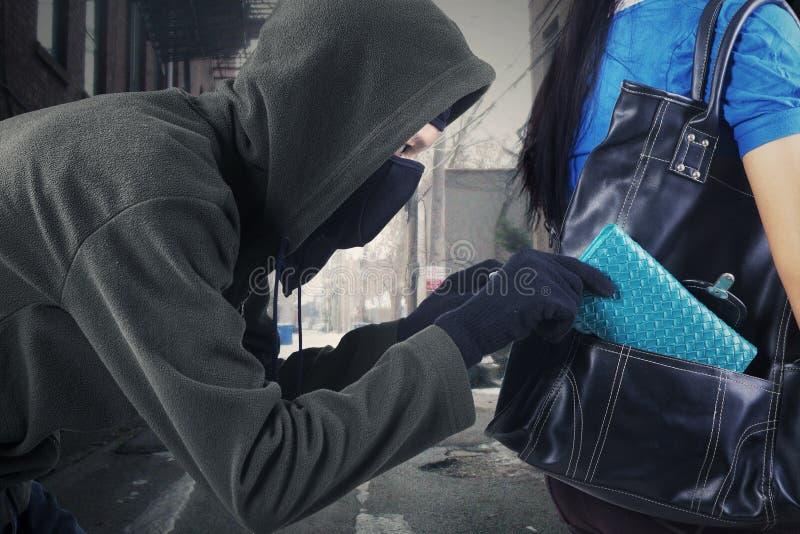 Un voleur de rue photo libre de droits