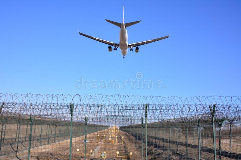 Un volo di atterraggio immagini stock