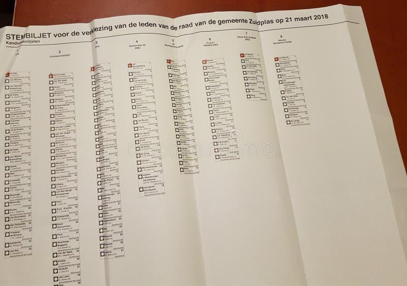 Un voto per le elezioni della giunta comunale nel comune di Zuidplas, che è non valido votando più di una persona fotografia stock libera da diritti