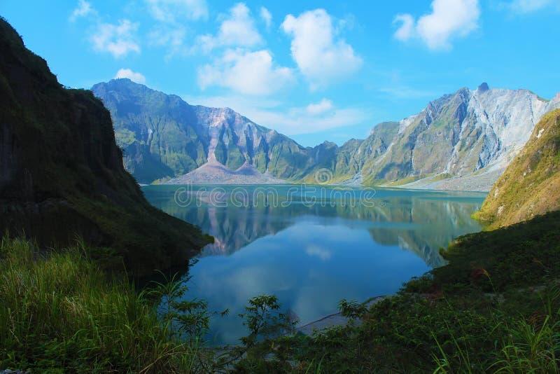 Un vulcano attivo Pinatubo, Filippine immagini stock libere da diritti