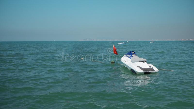Un waverunner del Jet-esquí parqueado en el mar fotos de archivo libres de regalías