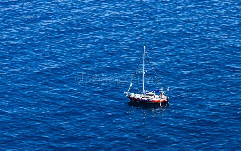 Un yacht de mer Côte près de Vico Equense photographie stock libre de droits