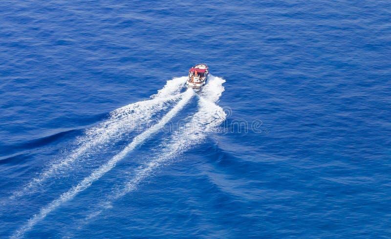 Un yacht de mer outre d'Amalfi Coas photos libres de droits