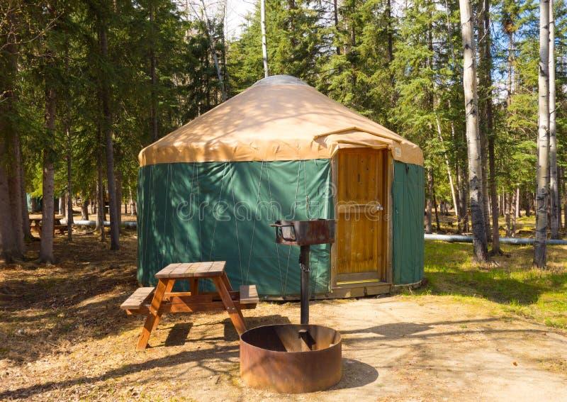 Un yurt à un terrain de camping d'Alaska photos libres de droits