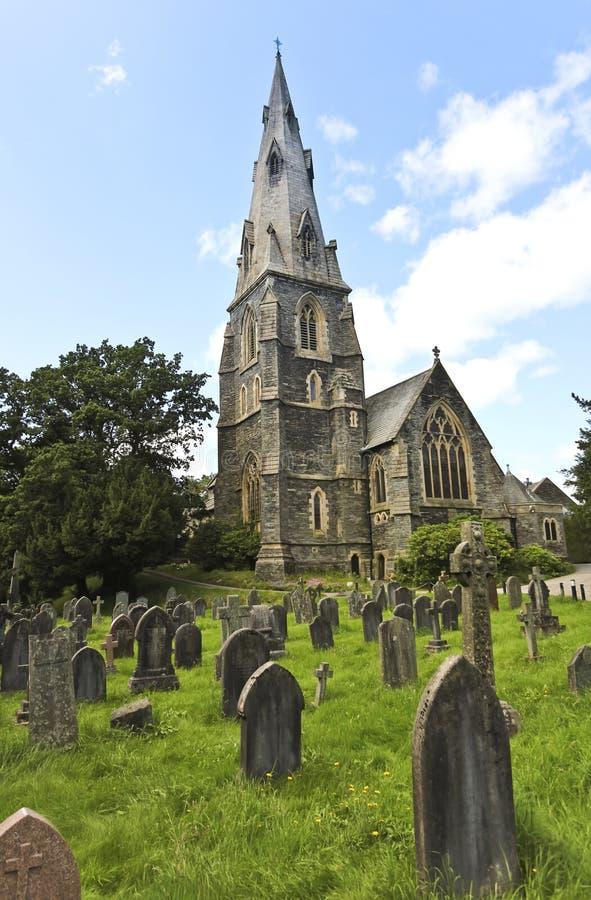 Una aguja de la iglesia y una tierra de entierro, Ambleside foto de archivo