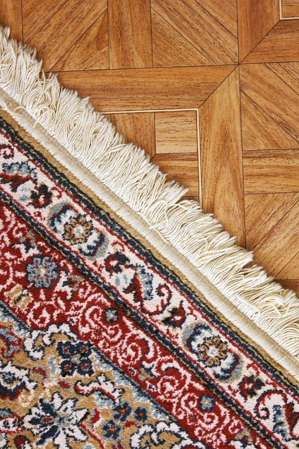 Una alfombra hermosa en el piso foto de archivo