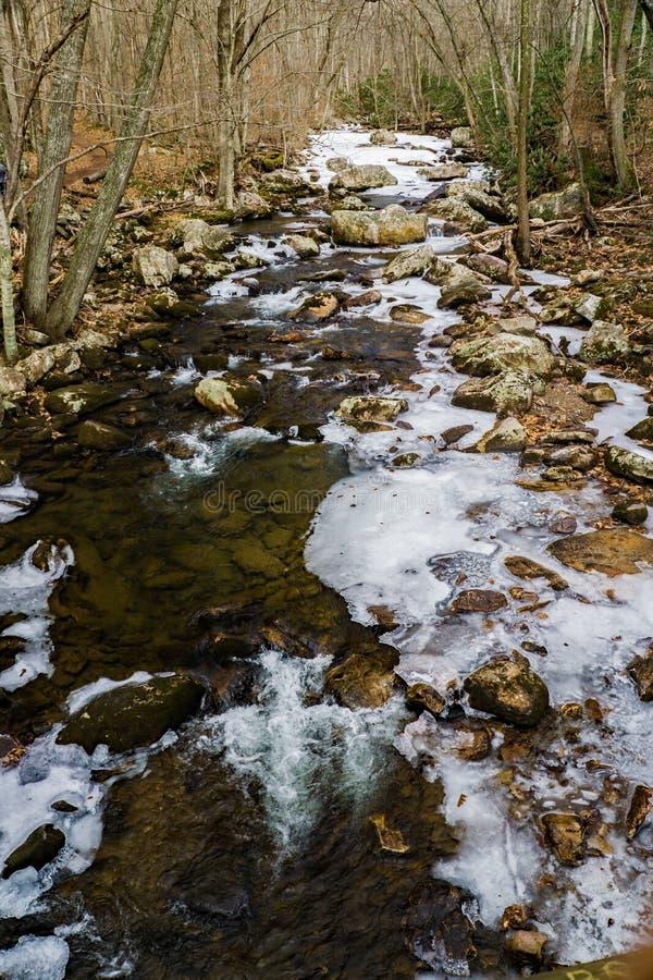 Una alta vista de poco Stony Creek imagen de archivo