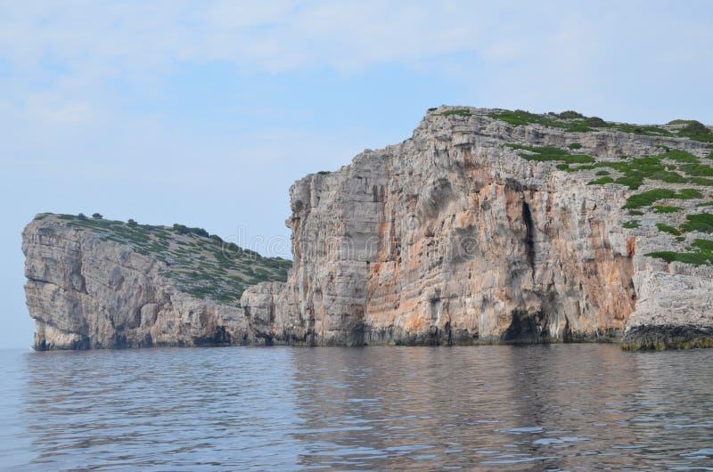 Una altura oscila en el parque nacional croata - Kornati europa Adriático de la cuenca mediterránea Dlamatian riviera fotografía de archivo