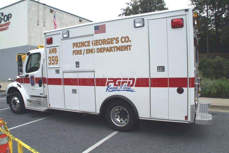 Una ambulancia parqueada en la calle, en zona verde, Marylan o fotografía de archivo libre de regalías