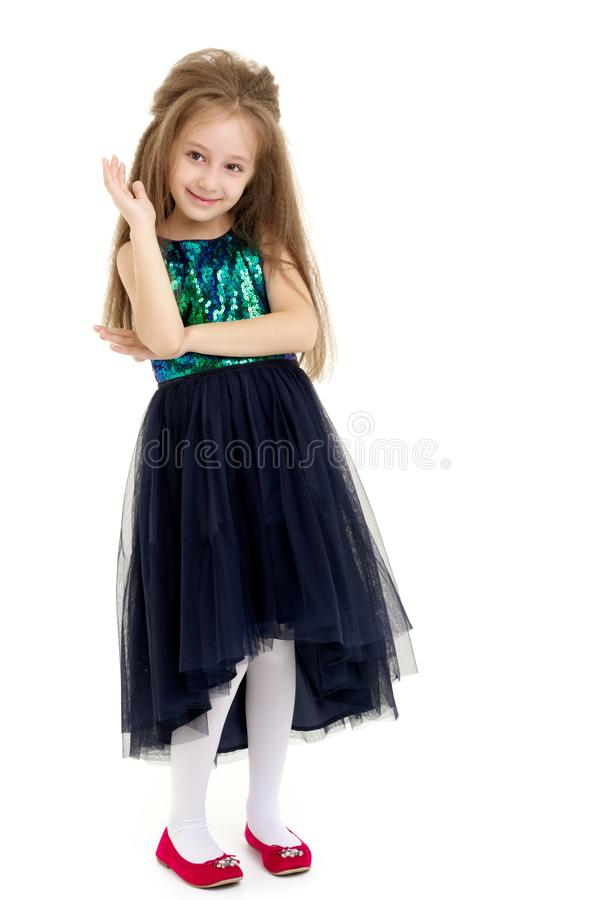 Una bambina felice sta ondeggiando la sua mano fotografia stock
