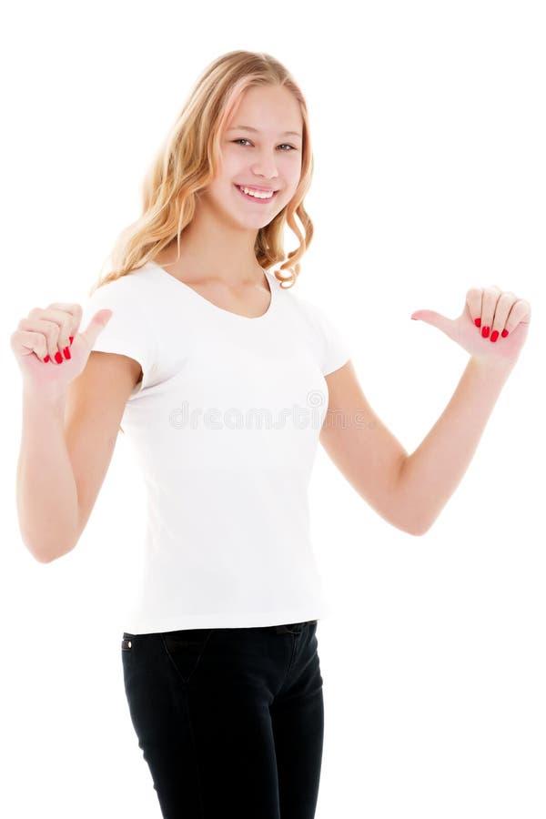 Una bambina in una maglietta bianca sta indicando a qualcosa fotografie stock libere da diritti