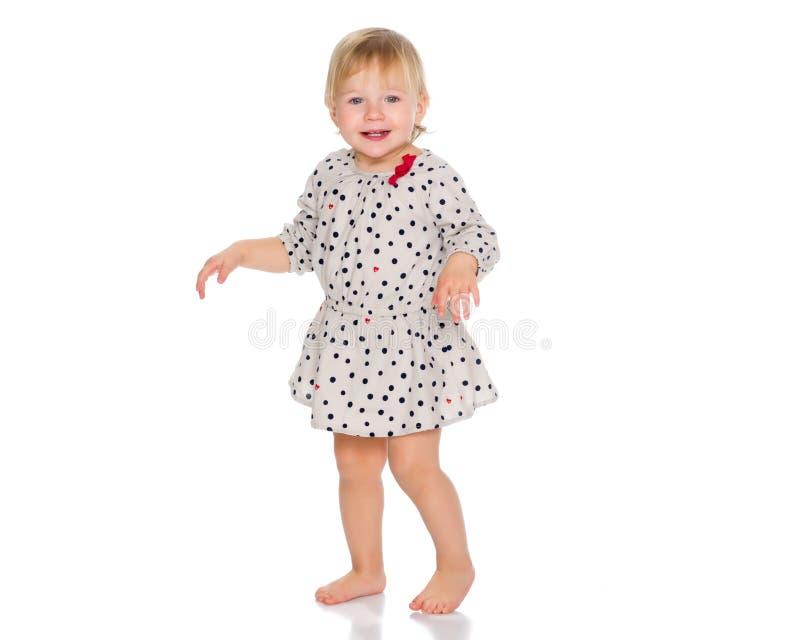 Una bambina piacevole in un breve vestito immagine stock