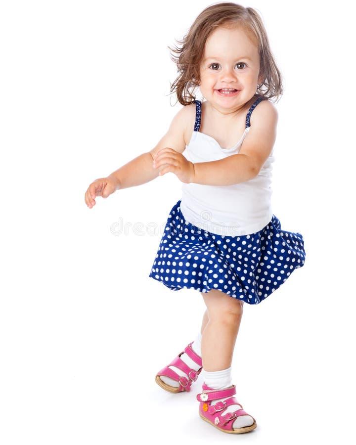 Una bambina sta proponendo immagine stock