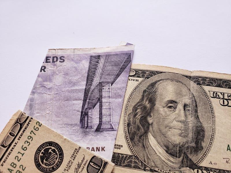 una banconota danese di cinquanta corone scandinave e una banconota americana rotta di 100 dollari immagini stock libere da diritti