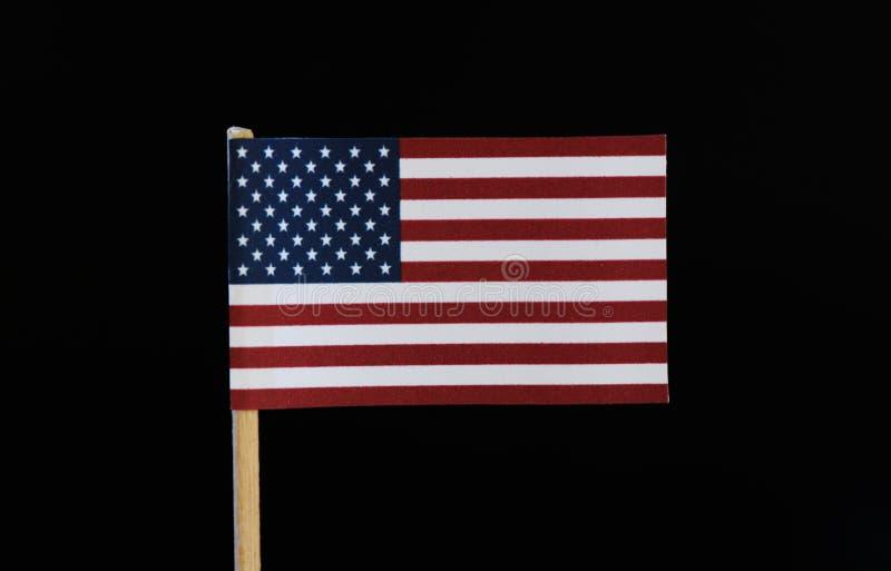 Una bandera oficial de la alternancia horizontal de las rayas de Estados Unidos trece roja y blanca en el cantón, 50 estrellas bl foto de archivo