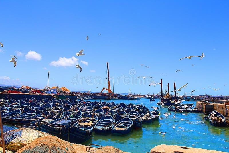 Una barca blu dal magador fotografie stock