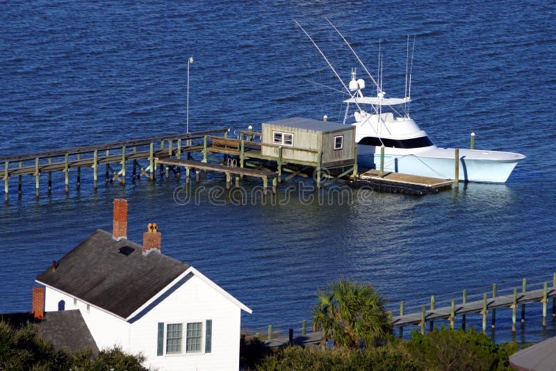 Una barca nella baia di St Augustine immagine stock libera da diritti