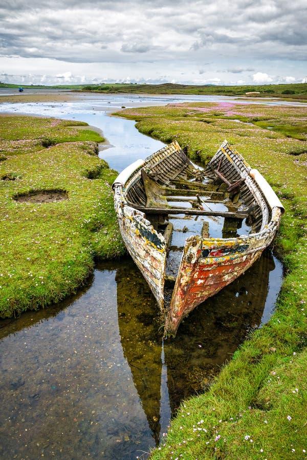 Una barca rotta immagini stock libere da diritti