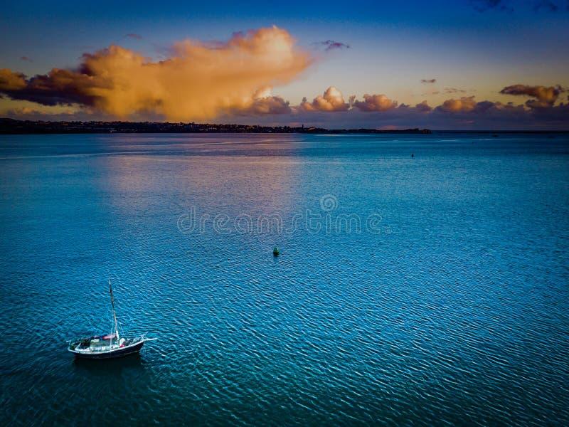 Una barca sul fiume Exe in Devon, Regno Unito immagine stock libera da diritti