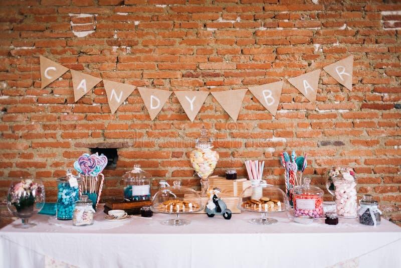 Una barra de caramelo en una boda fotografía de archivo libre de regalías