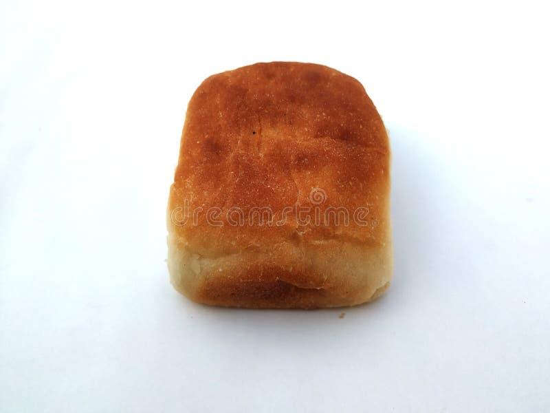 Una barra de pan cuadrada tradicional est? en un fondo blanco Pan aislado en un fondo blanco imágenes de archivo libres de regalías