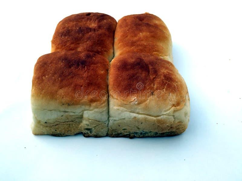 Una barra de pan cuadrada tradicional est? en un fondo blanco Pan aislado en un fondo blanco fotos de archivo