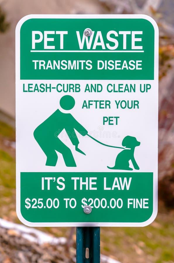 Una basura del animal doméstico transmite el poste de muestra de la enfermedad fotografía de archivo libre de regalías