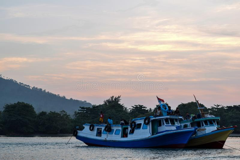 Una bella città romantica sulla costa del sebesi Lampung, Indonesia, Asia In mezzo alla città sta il porto di Bakauheni immagini stock libere da diritti