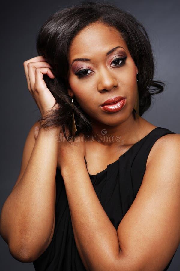una bella ragazza dei 2 afroamericani fotografie stock libere da diritti