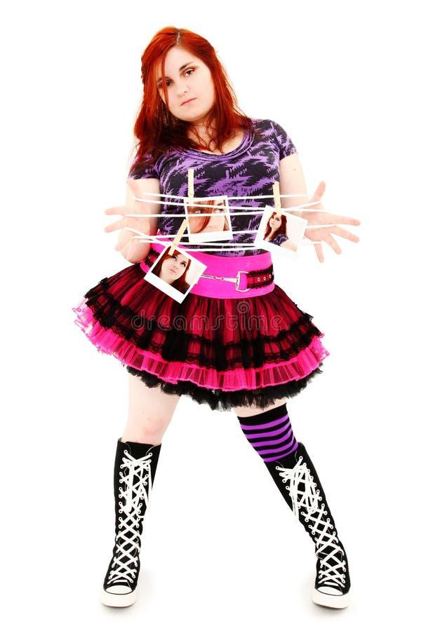 Una bella ragazza di 19 anni con i polaroids fotografia - Colorazione immagine di una ragazza ...