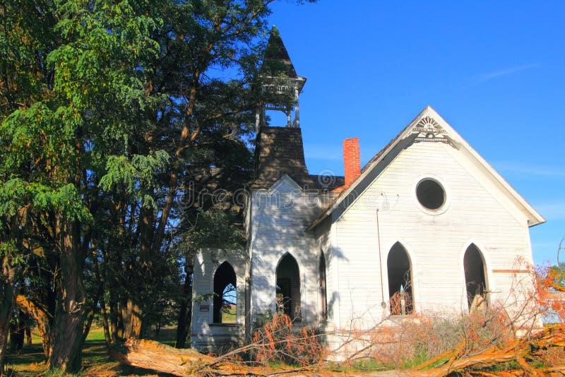 Una bella vecchia chiesa abbandonata immagini stock libere da diritti