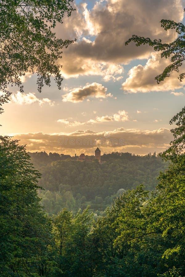Una bella vista del castello di Turaida fotografia stock