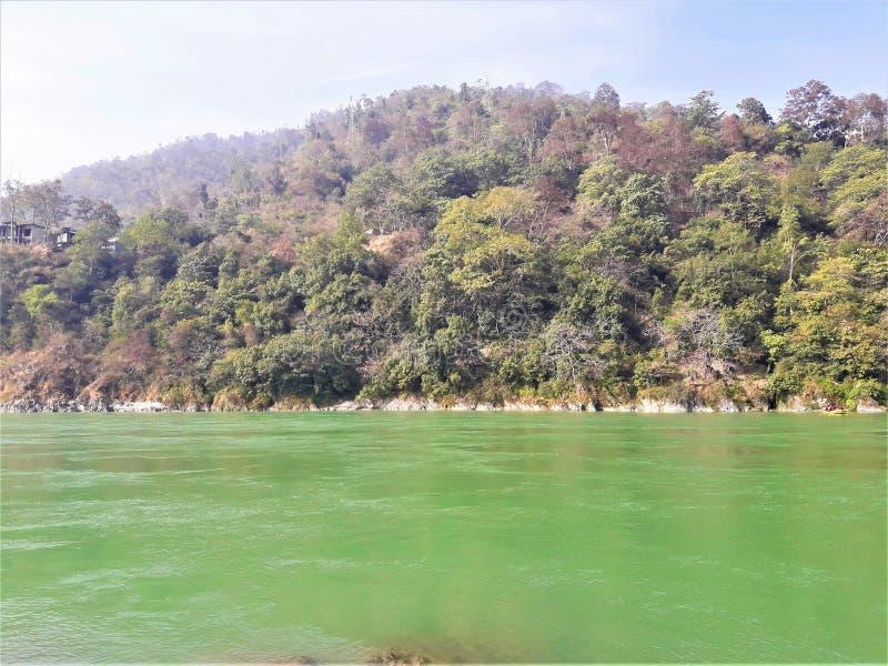 Una bella vista di Green River & delle montagne fotografie stock