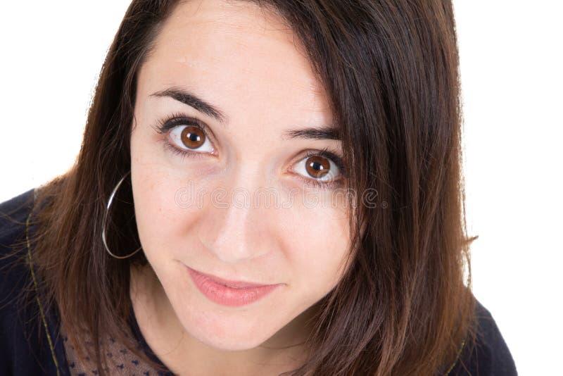 Una bellezza abbastanza sveglia del fronte della giovane donna del ritratto del primo piano immagini stock libere da diritti