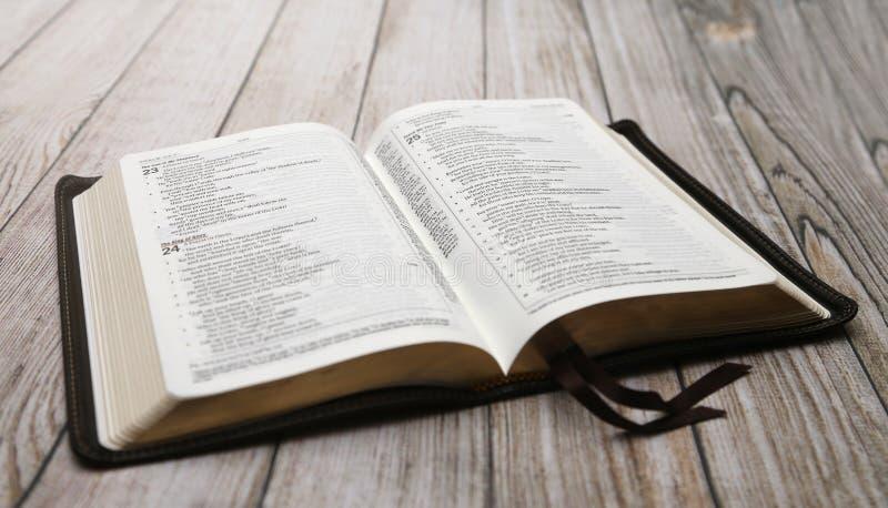 Una Biblia Abierta Imagen De Archivo Imagen De Abierta 78230185