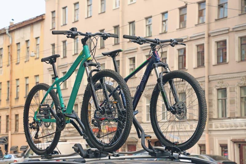 Download Una Bici Di Corsa Di Due Sport Immagine Stock - Immagine di bici, corsa: 117980345