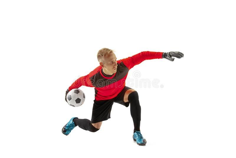 Una bola que lanza del hombre del portero del jugador de fútbol imagenes de archivo