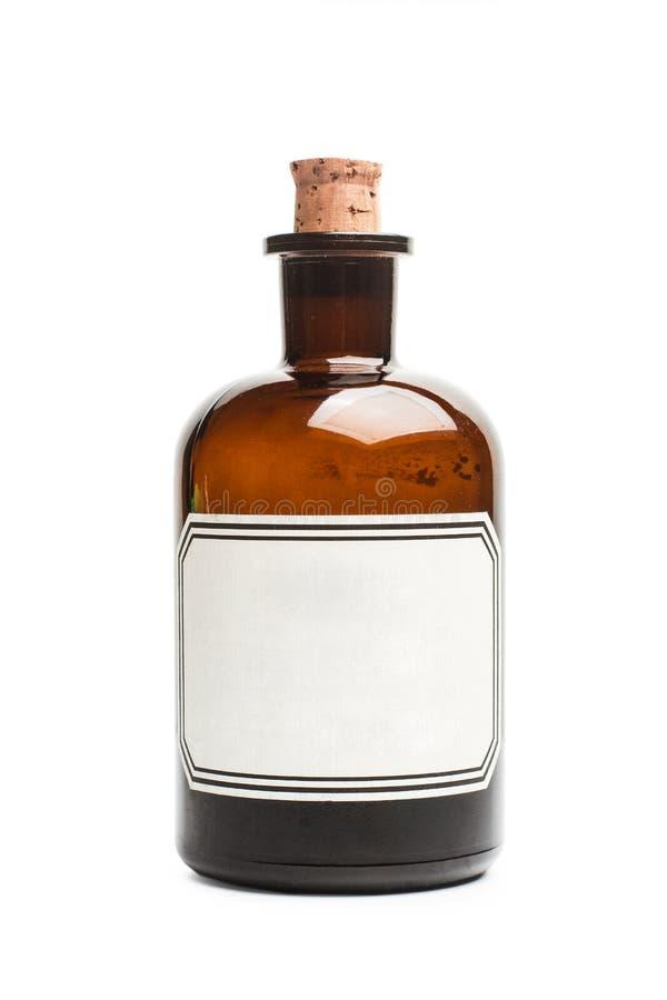 Una bottiglia d'annata della farmacia con un sughero e un'etichetta bianca fotografie stock libere da diritti