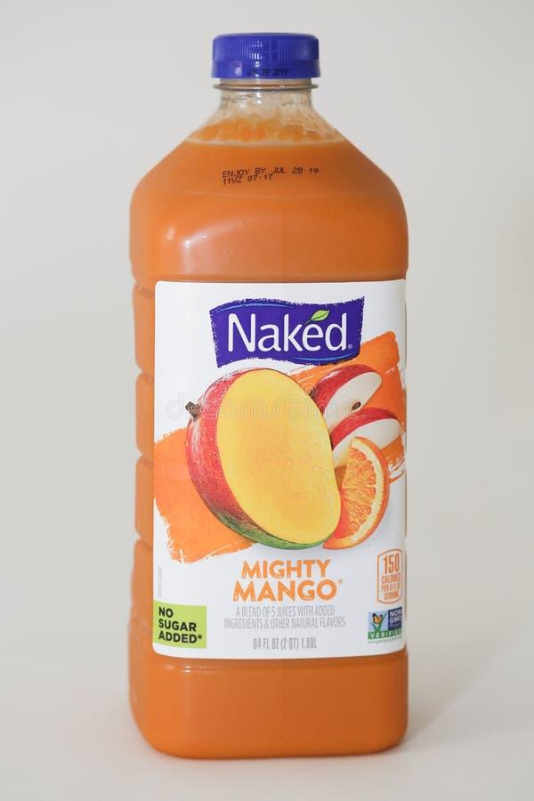 una bottiglia da 84 once della marca nuda Juice Smoothie 100% immagine stock libera da diritti
