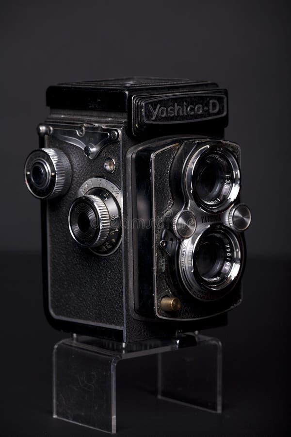 Una cámara refleja de Yashica de la lente vieja TLR del gemelo fotografía de archivo