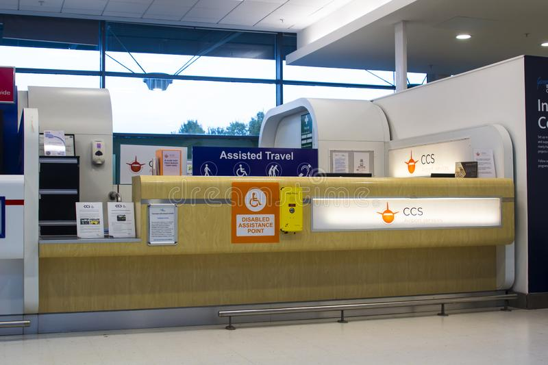 Una cabina di assistenza per i viaggiatori disabili fotografie stock