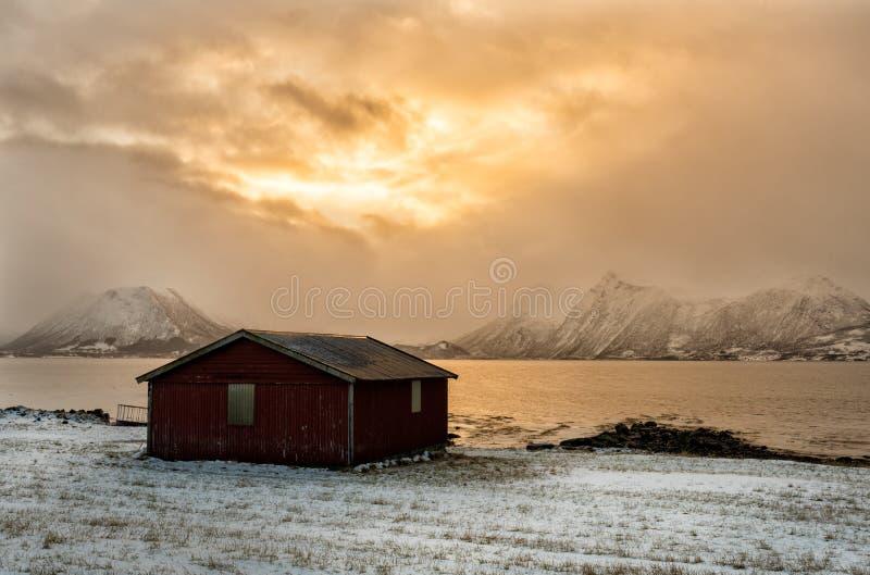 Una cabina por el mar imagenes de archivo