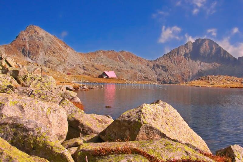 Una cabina in sosta nazionale Pirin, Bulgaria fotografie stock libere da diritti