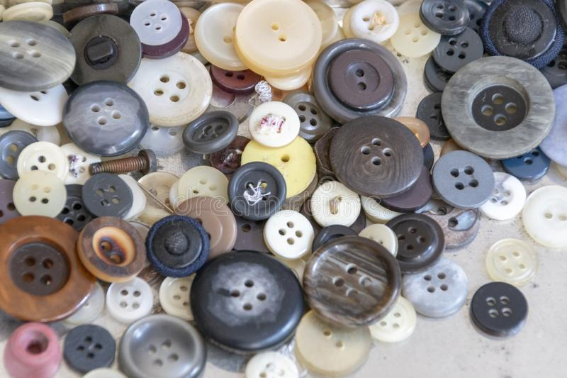 Una caja de botones fotografía de archivo libre de regalías